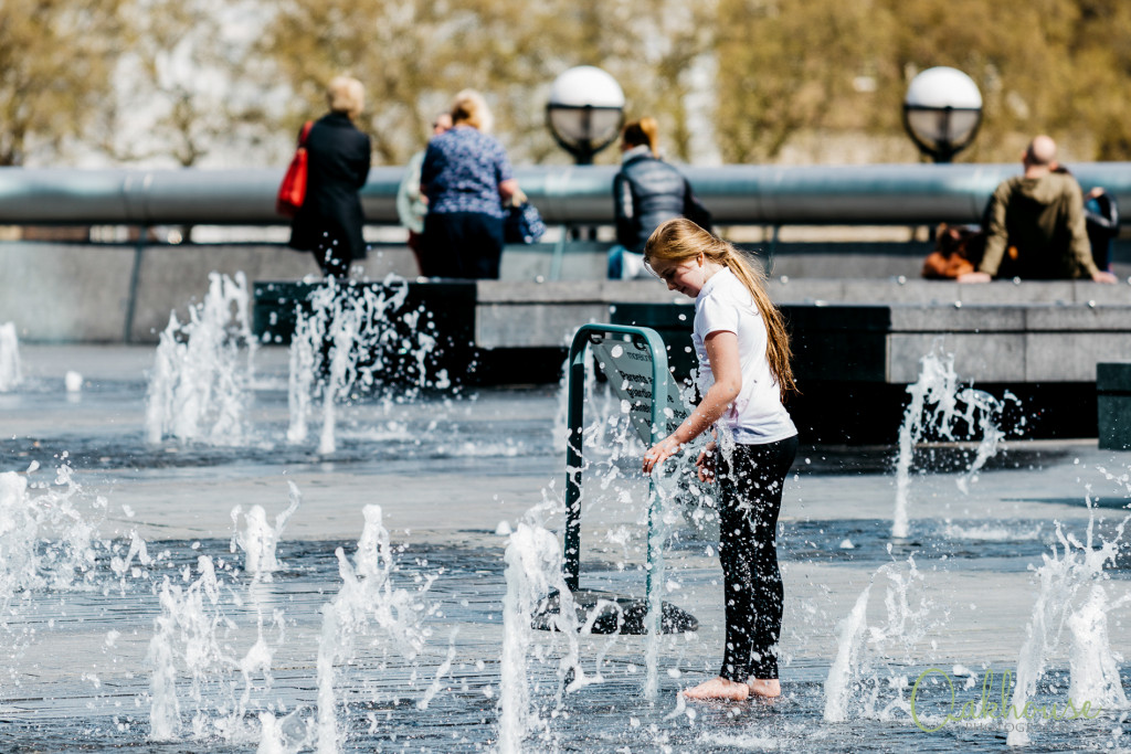 guild-photo-walk-london-girl-fountain