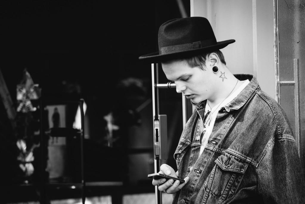 guild-photo-walk-london-mobile-phone-user