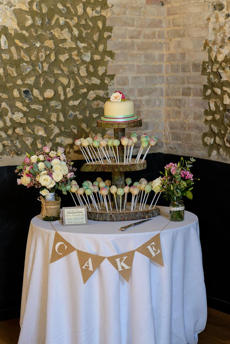 Wedding Cake With Single Tier | Oakhouse Photography