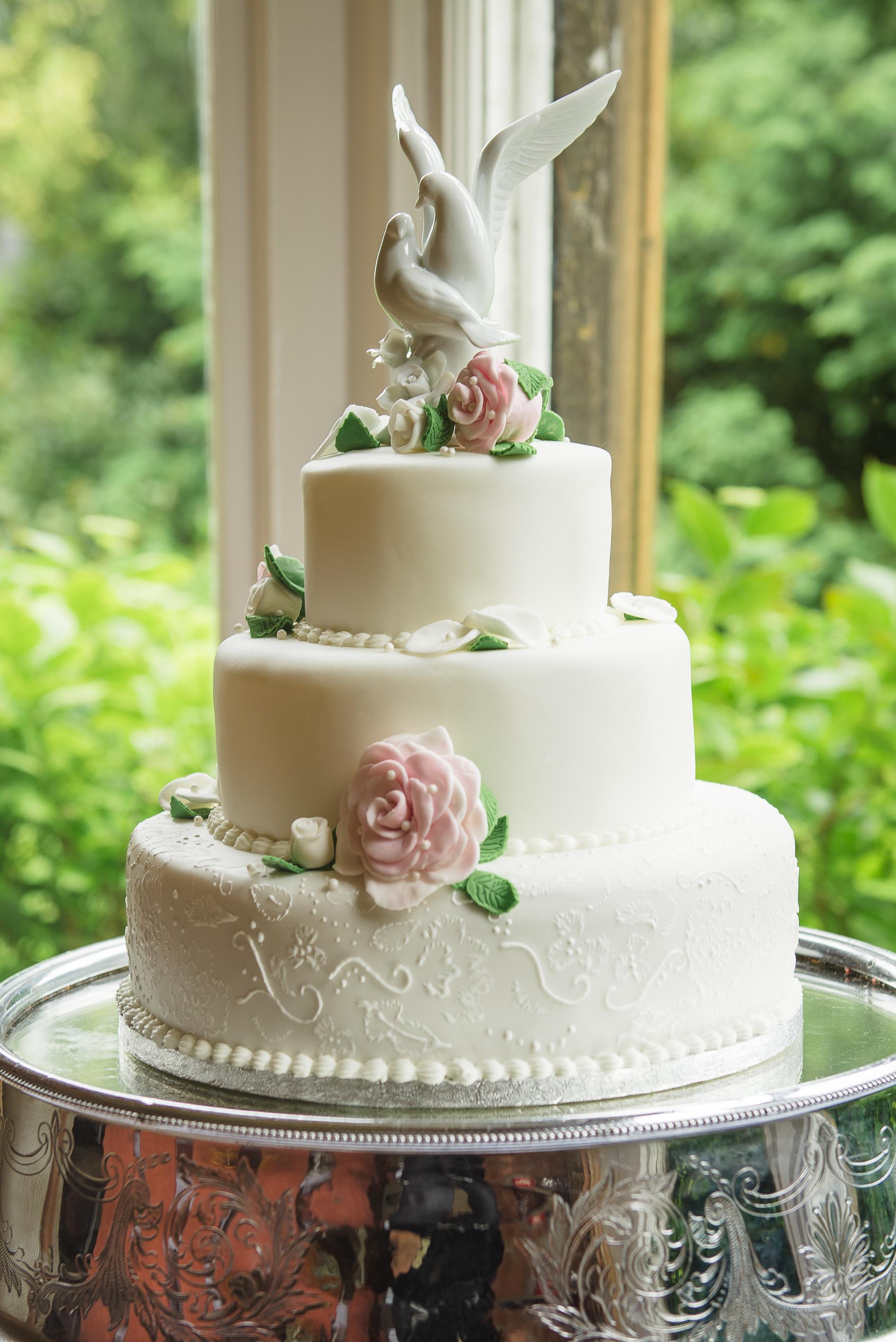 Wedding Cake in Kent Country House Wedding | Oakhouse Photography