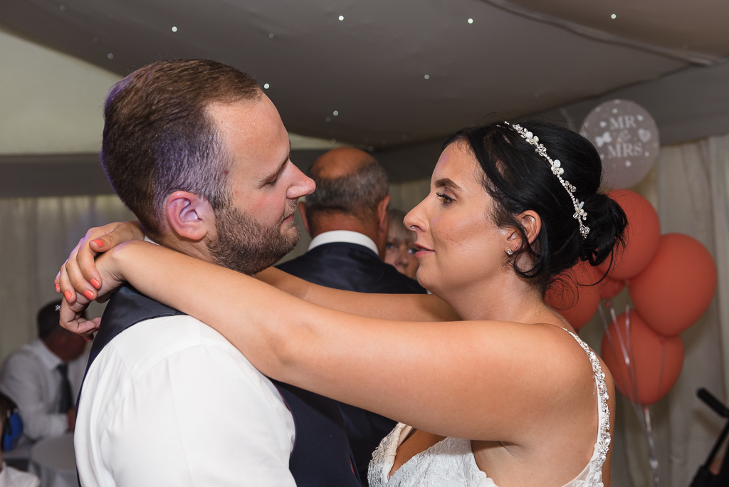 The first dance of the bride and groom | Greenhithe Wedding Photographer | Oakhouse Photography