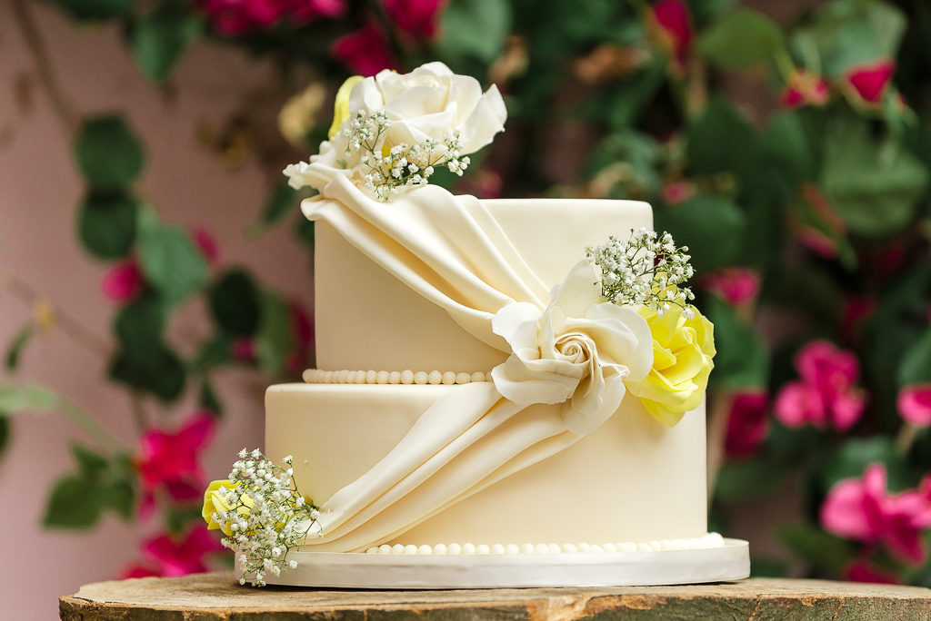 Port Lympne Moroccan Courtyard Wedding | Photographers Oakhouse Photography | Wedding Cake